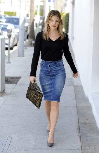 Ali Larter wears a jean skirt and gray heels while out grabbing lunch in Beverly Hills