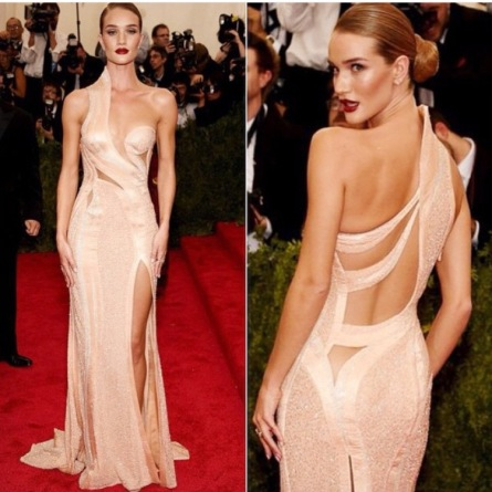 Rosie Huntington Whitely in Versace